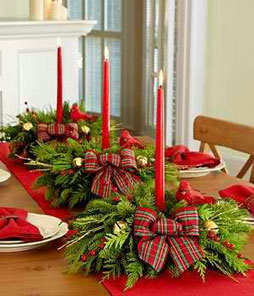 xmas-flowers-candles-on-xmas-tables