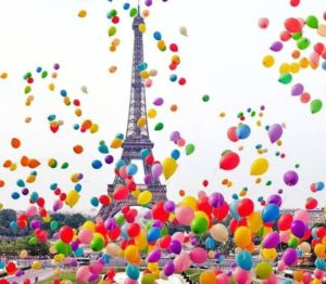 eiffel-tower-w-balloons